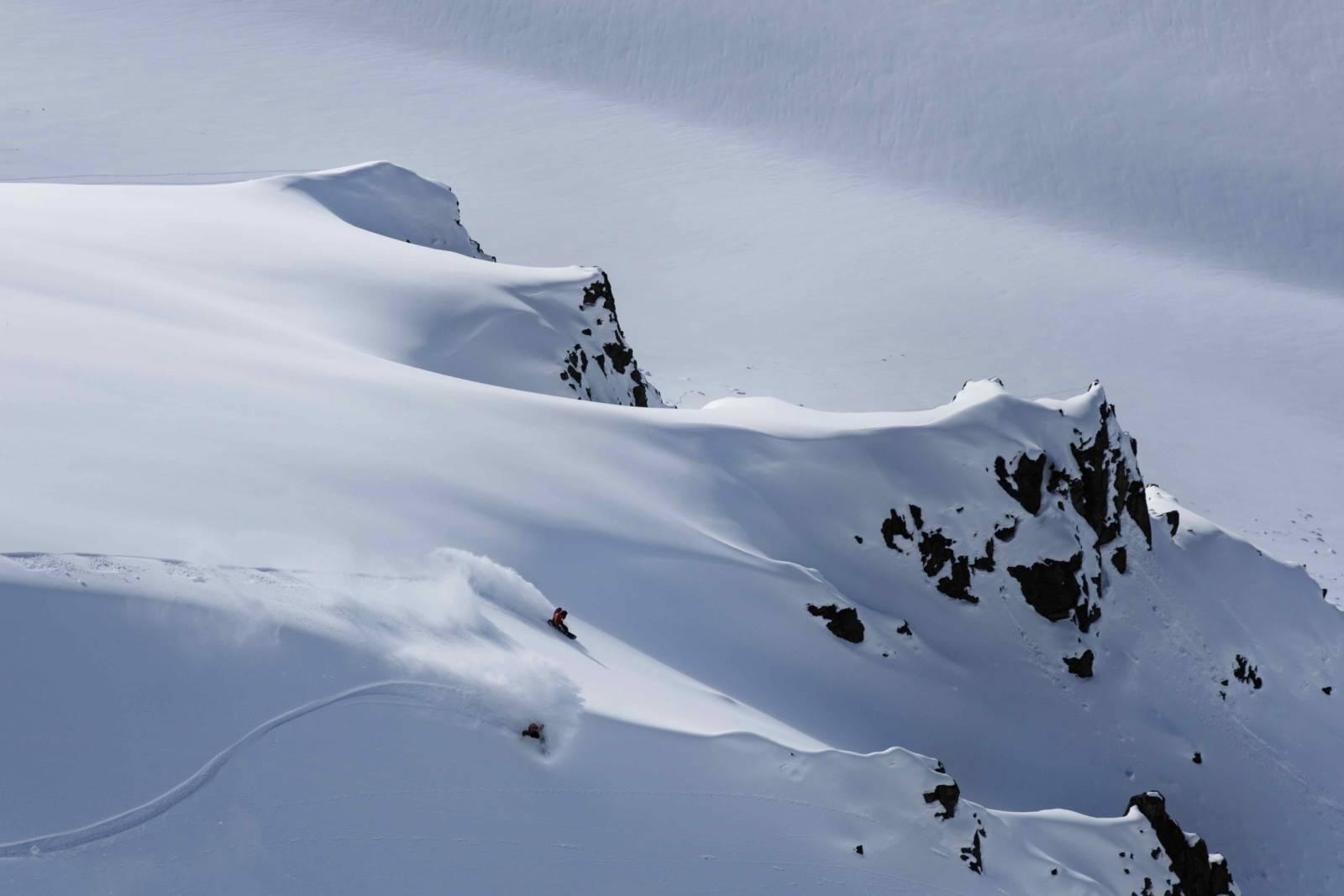 heliski island , snowboarder full speed
