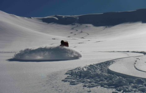 heliski island , snowboarder
