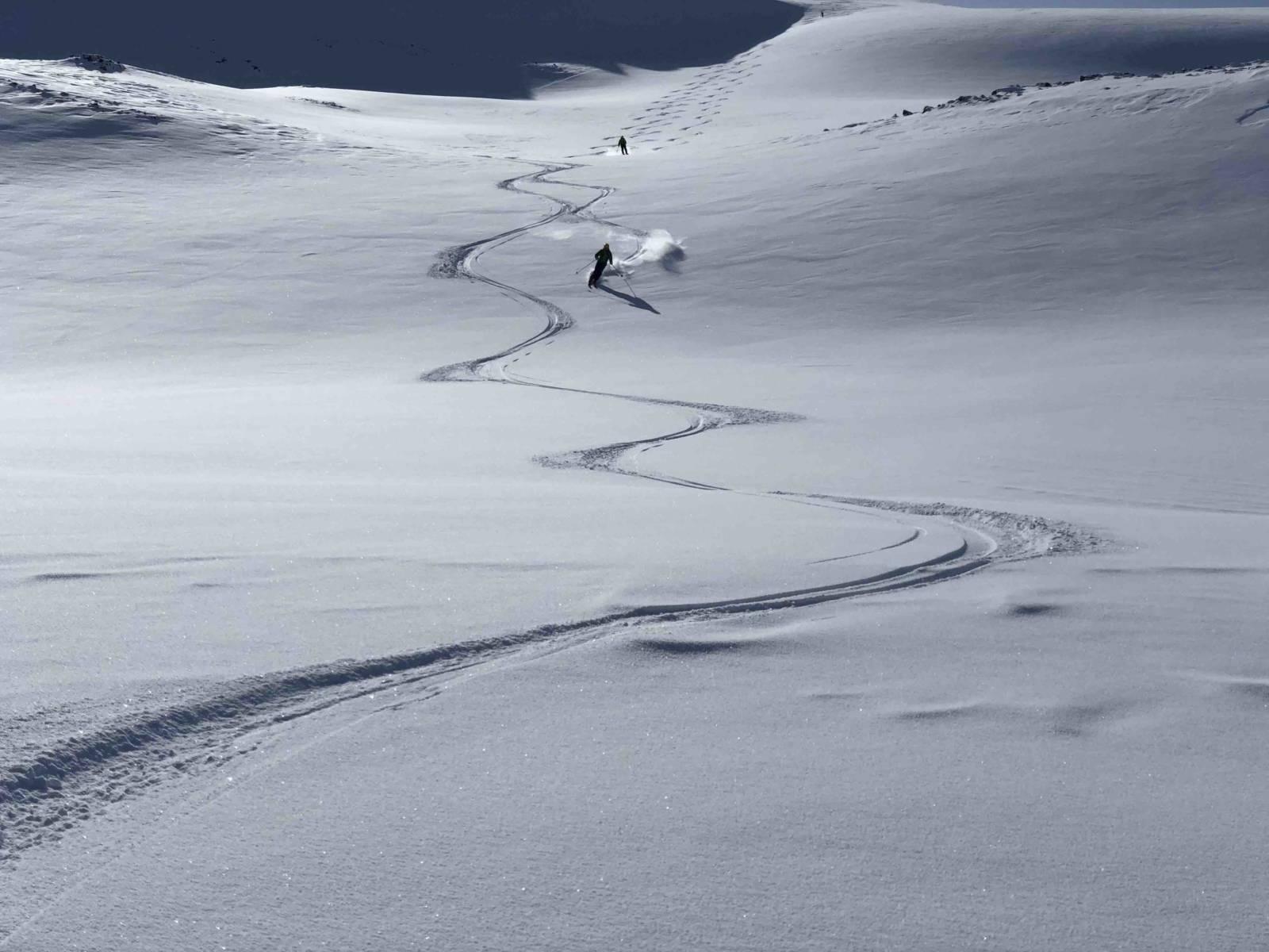 heliski island , skieur